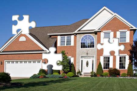 mediaan: Concept van een huis - de delen van de puzzel is missiing. Stockfoto