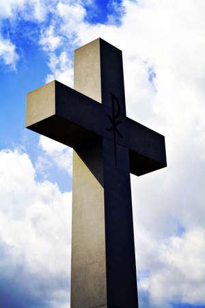 A Lomo-style photo of a large cross.  版權商用圖片