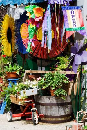 tr�delmarkt: Der Eingang zur antiken und Junk-Gesch�ft, das offen ist f�r die Wirtschaft