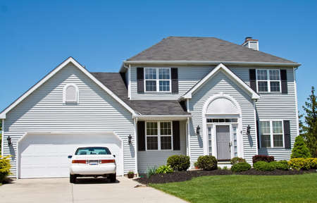 An American Ohio suburban home - neat and tidy.  One car in the driveway. Stock Photo - 3071089