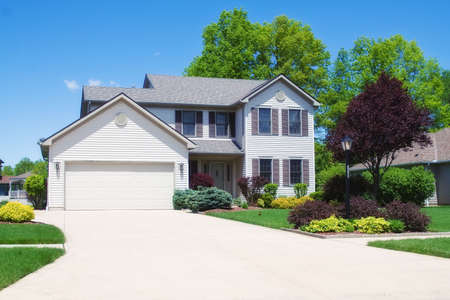 A house in the suburbs of Ohio.  Neat, new and expensive.  Stock Photo - 3098054