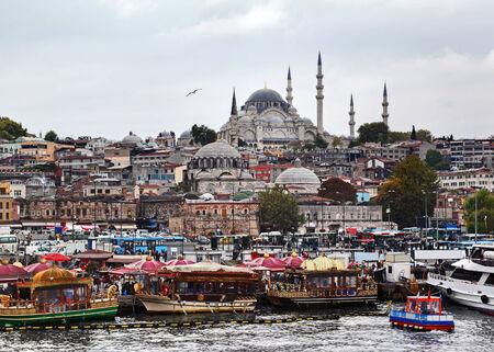 hustle: Istanbule, trambusto