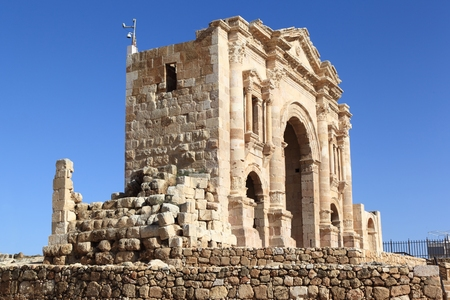hadrian: Arco de Adriano, Jerash - Jordania