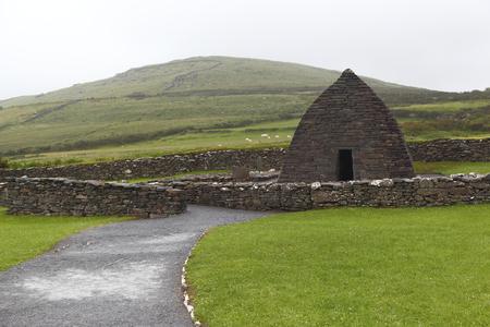 oratoria: Los restos de la iglesia del siglo 7 de Gallarus Oratory- Irlanda Foto de archivo