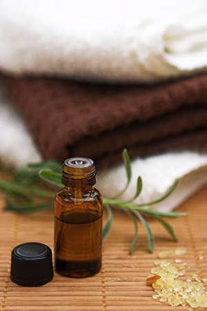 Aromatherapy oil, lavendar, salts & towels - shallow dof Standard-Bild