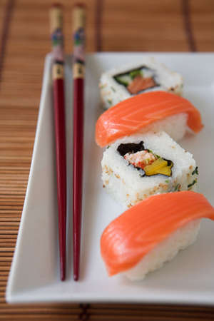 makki: Sushi & chopsticks - shallow dof