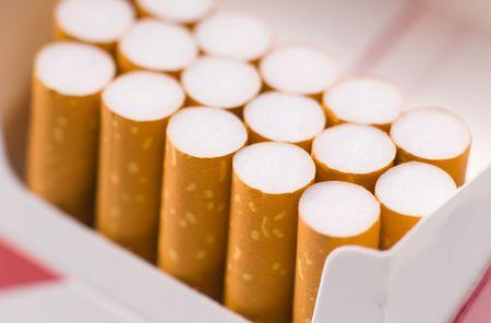 Zigaretten in Schachtel cigarettes in package macro