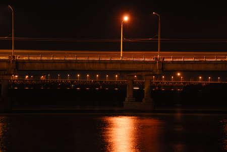 brige: Vista lateral de la noche brige