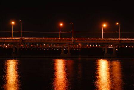 brige: Vista lateral de la noche brige Foto de archivo