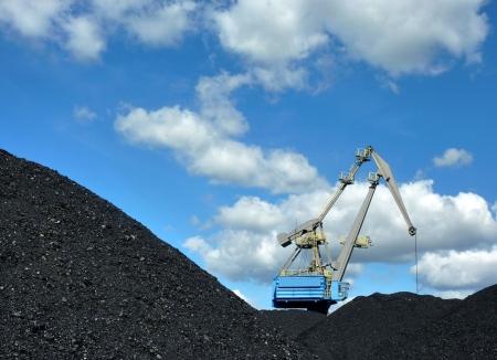 crane loading coal Stock Photo - 7760378
