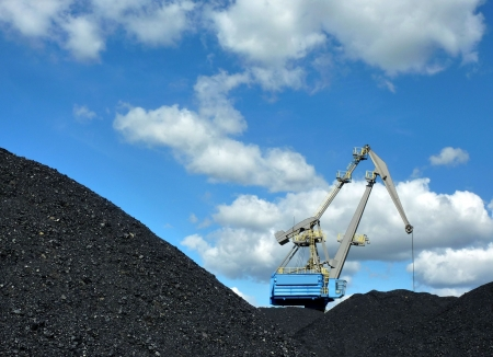 crane loading coal Stock Photo - 7760378
