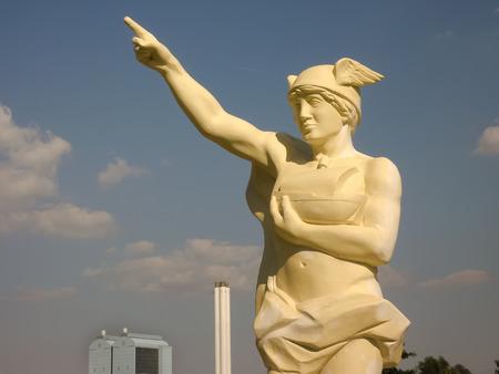 moderm: Statue