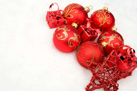 gewgaw: Decoration group of red christmas decoration at corner on snow on white background