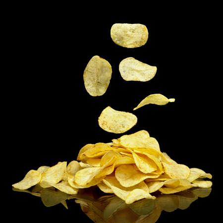Molti patatine fritte con patatine fritte che cadono Archivio Fotografico