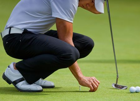 FARMINGDALE, NY - JUNE 16: Columbian Camilo Villegas practices his putting during the 2009 US Open on June 16, 2009 in Farmingdale, NY.