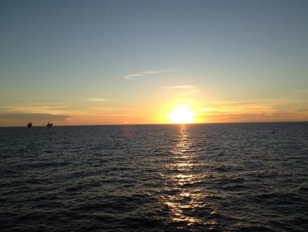 going down: Cuando el sol se pone Foto de archivo