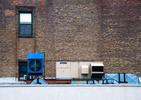 Paesaggio urbano, radiatori e radiatori Archivio Fotografico - 99466443