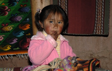 cuzco: CHINCHERO, PERU - SEPTEMBER 3:Andean Girl learning the indigenous handcraft market business on September 3,  2007 in Chinchero, Peru,  These markets are one of  the main industries in the region.