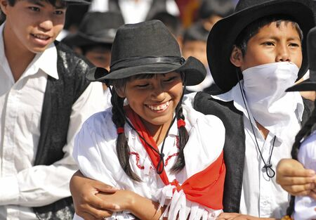 SANTA CRUZ, BOLIVIA- JUNE 7: Traditionally dressed youngsters performing in a folkloric dance on June 7, 2010 in Santa Cruz, Bolivia. This event celebrates teachers day in Bolivian schools each year. Редакционное