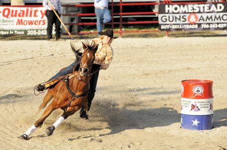 ホームステッド, フロリダ - 乗馬は性能 DeMilly ロデオ ・ アリーナで 2009 年 1 月 25 日ホームステッド, フロリダ州で 1 月 25 日