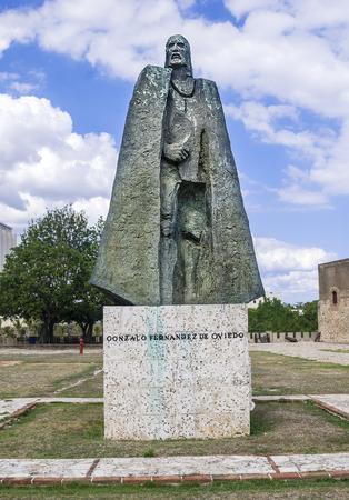 Spanish Conquistador  Gonzalo Fernandez de Oviedo   Statue at Santo Domingo, Dominican Republic  Banco de Imagens