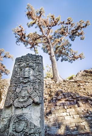 colonisation: Antica Statua Maya a Copan, Honduras