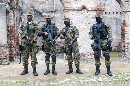 MILOT, HAITI - NOV 17, Fully armed soldiers guarding Sans Souci palace during president Michel Martelly visit on November 17, 2013 in Milot, Haiti. Banco de Imagens - 55691356