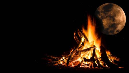 Camping fire under full moon Banco de Imagens - 146003780