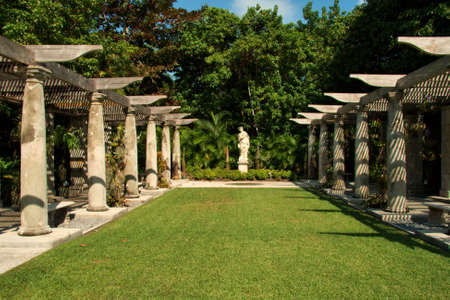 Formal Miami Garden photo