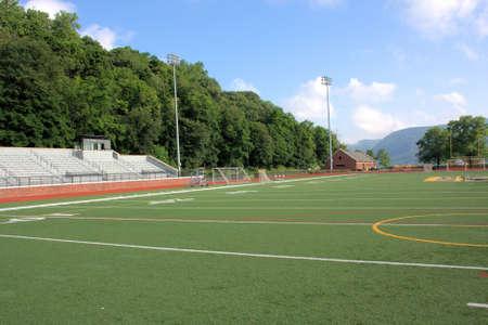 スポーツのトラックおよびサッカーの練習場。 写真素材