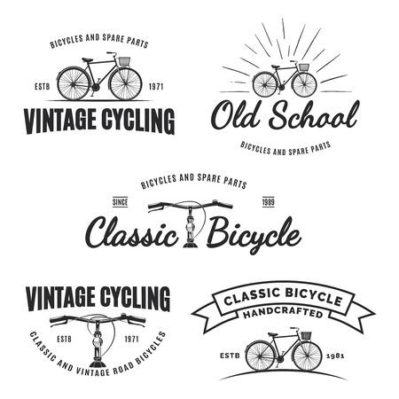 Set d'étiquettes de vélo de route vintage, emblèmes, insignes isolé sur fond blanc. Handcrafted réparation de vélos, services et éléments de conception de club de vélo classique. vue de côté vintage de bicyclette isolé.