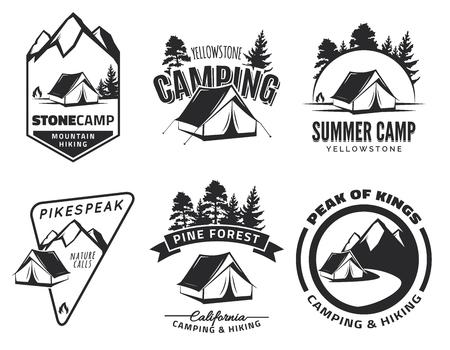 Set du camping vintage et emblèmes d'aventure en plein air, et des badges. Tente en forêt ou sur les montagnes. Équipement de camping.
