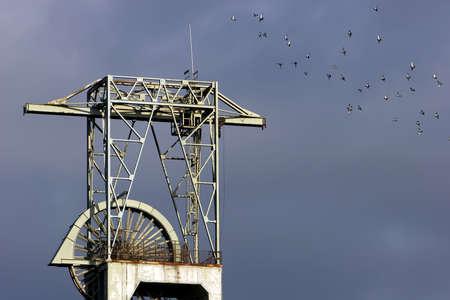 Die Maschinen und Räder an der Spitze der pit-Kopf-Turm.  Standard-Bild - 820264