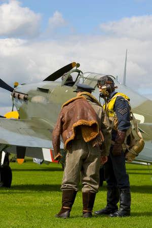 Moderna representaci�n de un aer�dromo de 1940 durante la Batalla de Gran Breta�a con los pilotos y un verdadero hurac�n Hawker