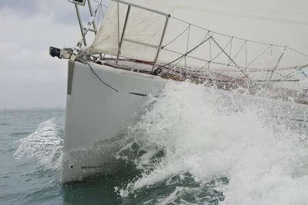 breaking through: Cerrar en la proa de un barco de vela a trav�s de romper una ola  Foto de archivo