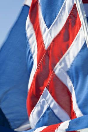 icelandic flag: Una velocidad de obturaci�n lenta de disparo con la bandera islandesa deliberado desenfoque de movimiento