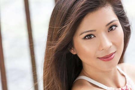Outdoor portrait d'une belle jeune femme ou jeune fille asiatique chinois Banque d'images - 51900105