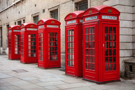 Row of five classic traditional red telephone boxes, London, England Archivio Fotografico