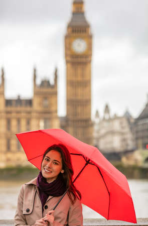 Girl or young woman tourist on vacation with an I Heart London umbrella with Big Ben in the background, London, England, Great Britain Banque d'images - 115884186