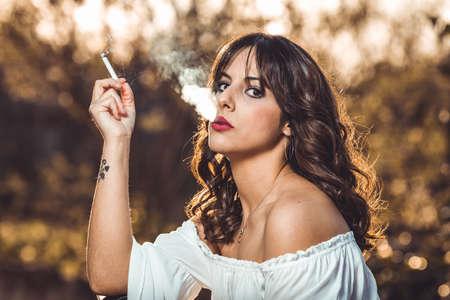young girl posing and smoking Imagens