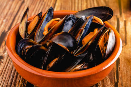 Delicious seafood mussels ready to eat Standard-Bild