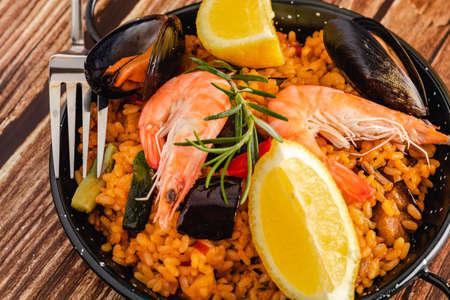 Traditional Spanish paella with seafood Standard-Bild
