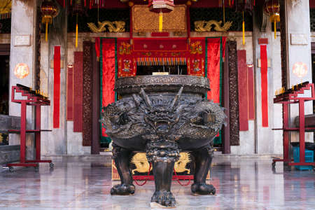 Big metal Censer in form of dragon for aromatic joss-stick in buddhist temple Éditoriale