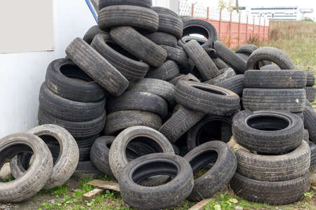 Heap of old used black car tires. Pile of obsolete automobile dump tyres Фото со стока - 126754908