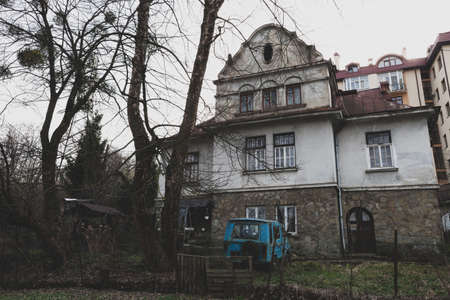 Old gloomy house and rusty car. Autumn foggy landscape with antique mansion 写真素材