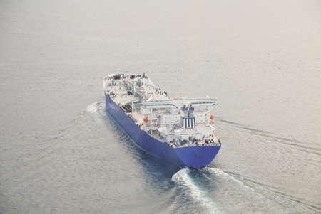 石油タンカーは海に出かける