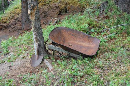 Old Abandoned Wheelbarrow Reklamní fotografie