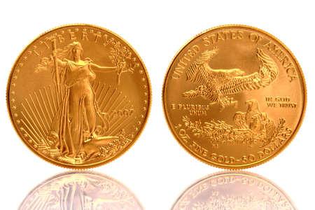 lingotes de oro: Estadounidense oro águila 1 onza fina oro moneda Foto de archivo