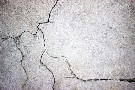 テクスチャの灰色のコンクリートの壁の背景としてのセメント表面を亀裂します。
