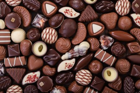 Chocolate candies background, sweet food with various fillings. 免版税图像